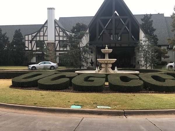 The front entry at the Oklahoma City Golf and Country Club