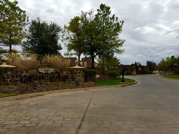 Gated community with a 21 acre common area, two fishing ponds and golf practice area